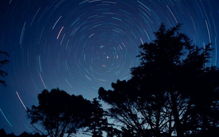 Šiaurinė - vienintelis stabilus taškas besisukančiame dangaus skliaute