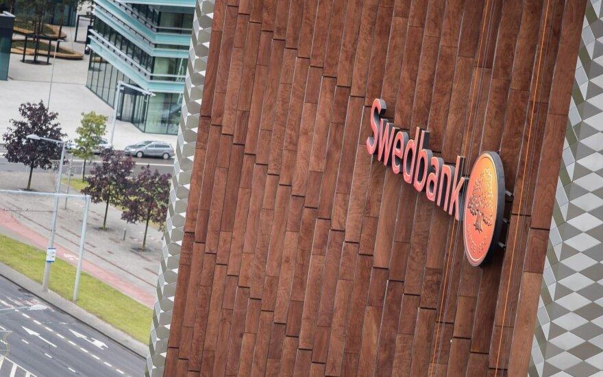 """""""Swedbank"""" toliau siunčia laiškus mirusiesiems: žinia apie pinigus pasiekė po 18 metų"""