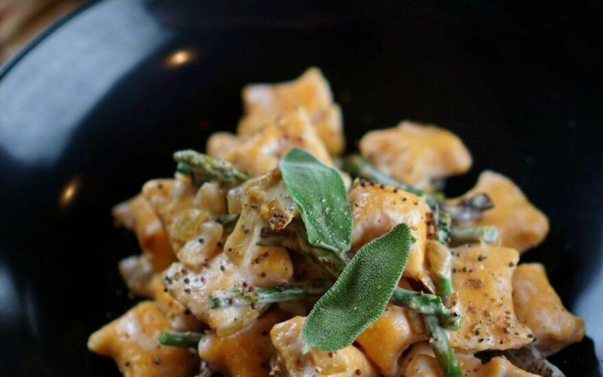 Vegetariškas pirmadienis: saldžiųjų bulvių gnocchi su miško grybais