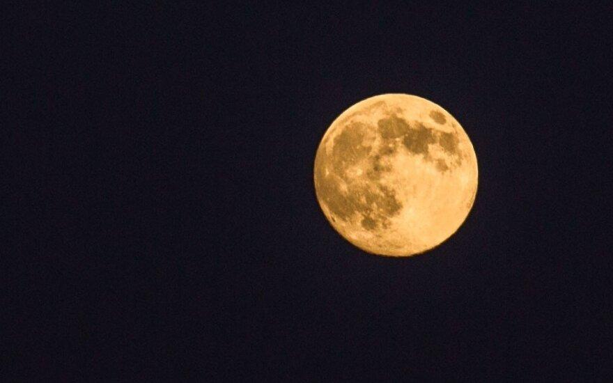 Mokslininkai tyrinėjo, kur Mėnulyje slepiasi vanduo