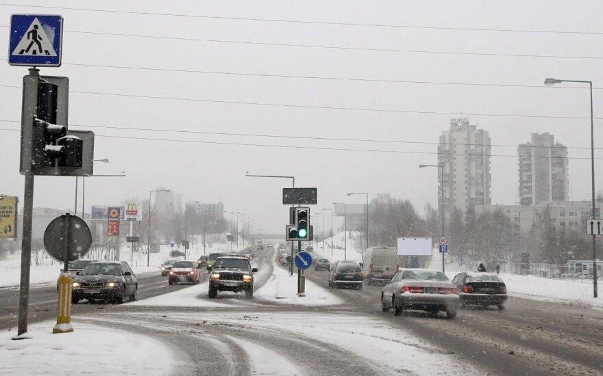 Vairuotojus įspėja dėl A juostos: piktnaudžiaujant gali baigtis liūdnai
