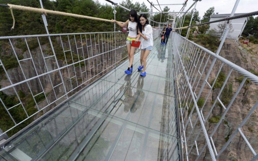 Kinijoje atidarytas įspūdingas tiltas, kuriuo eiti drįsta ne kiekvienas