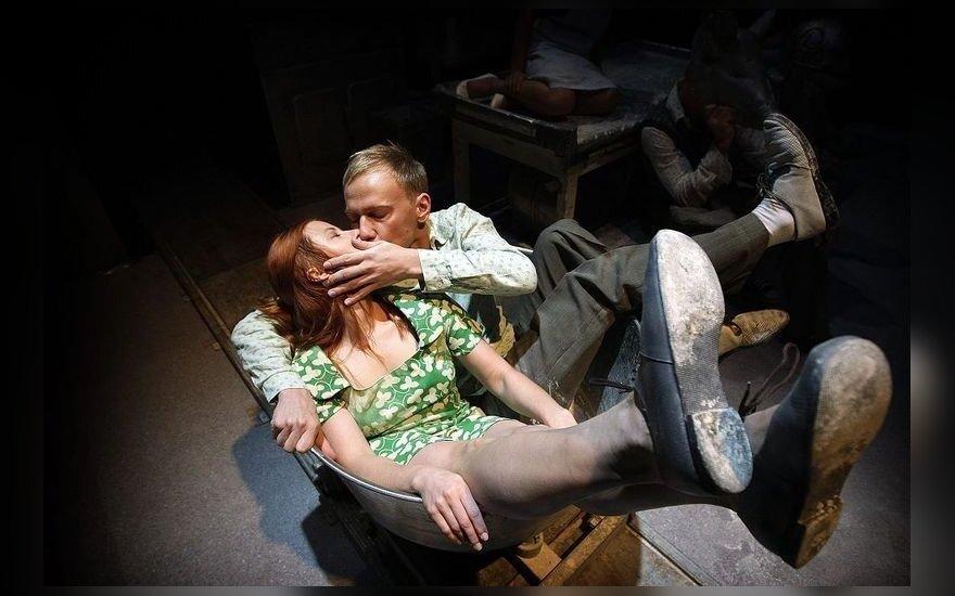 """Spektaklio """"Įstabioji ir graudžioji Romeo ir Džuljetos istorija"""" akimirkos"""