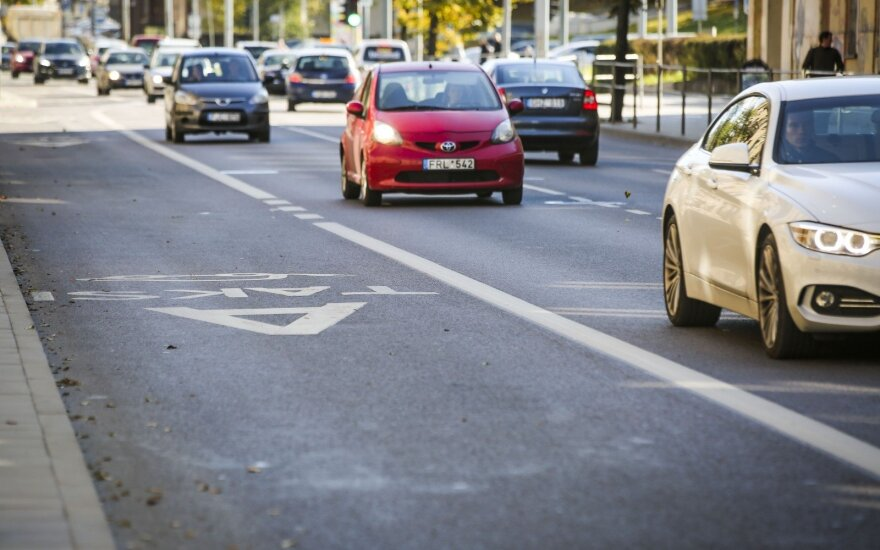 Vyriausybė patvirtino Nacionalinį oro taršos mažinimo planą: naujam automobiliui – 1000 eurų