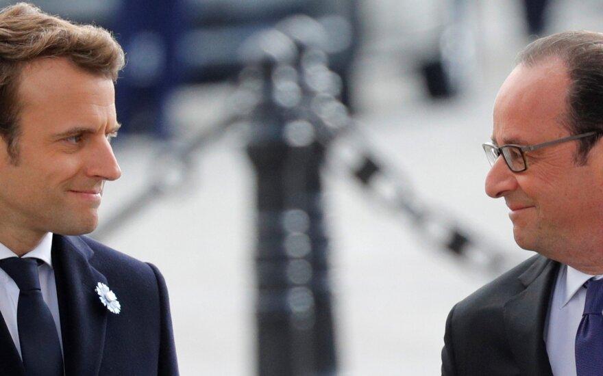Buvusio Prancūzijos vadovo knygoje – akibrokštas Macronui