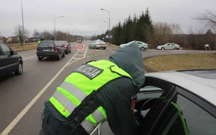 Girtų vairuotojų viražai policijai neleidžia atsipūsti: vieną po kito pričiupo visoje Lietuvoje