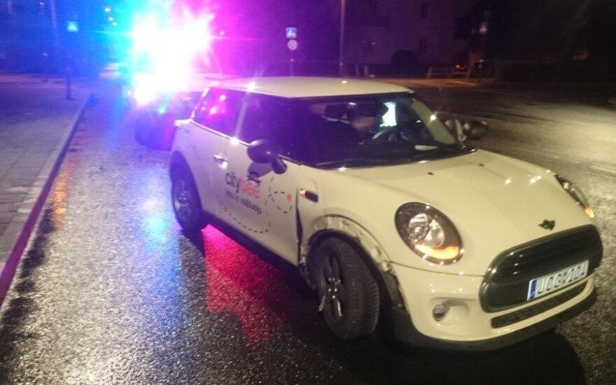 """Išsinuomojo, apgadino ir pabėgo: užsieniečių naudojimosi """"CityBee"""" automobiliais ypatumai"""