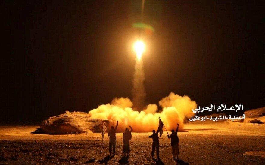 Husių sukilėliai leidžia balistinę raketą į Saudo Arabijos pusę