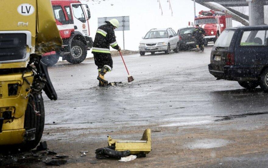 Ties Maišiagala per masinę avariją automobilyje prispaustas žmogus