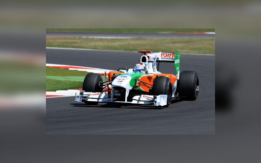 "Adrianas Sutilas su ""Force India"" ekipos automobiliu"