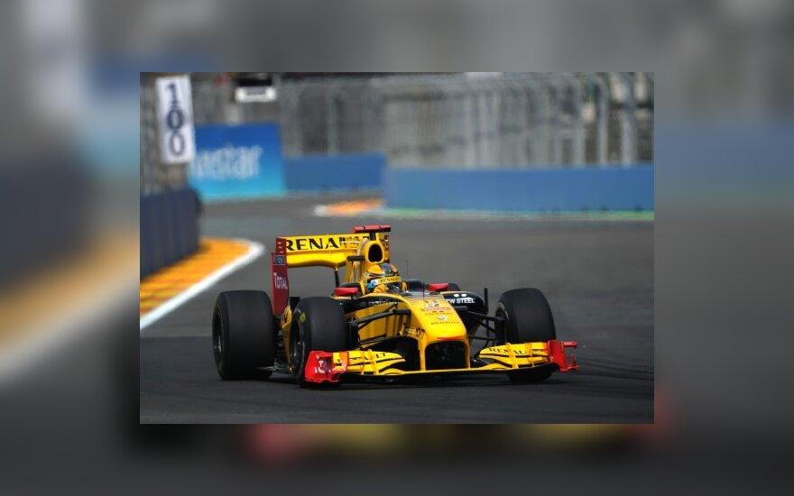 "Robertas Kubica su ""Renault"" automobiliu"