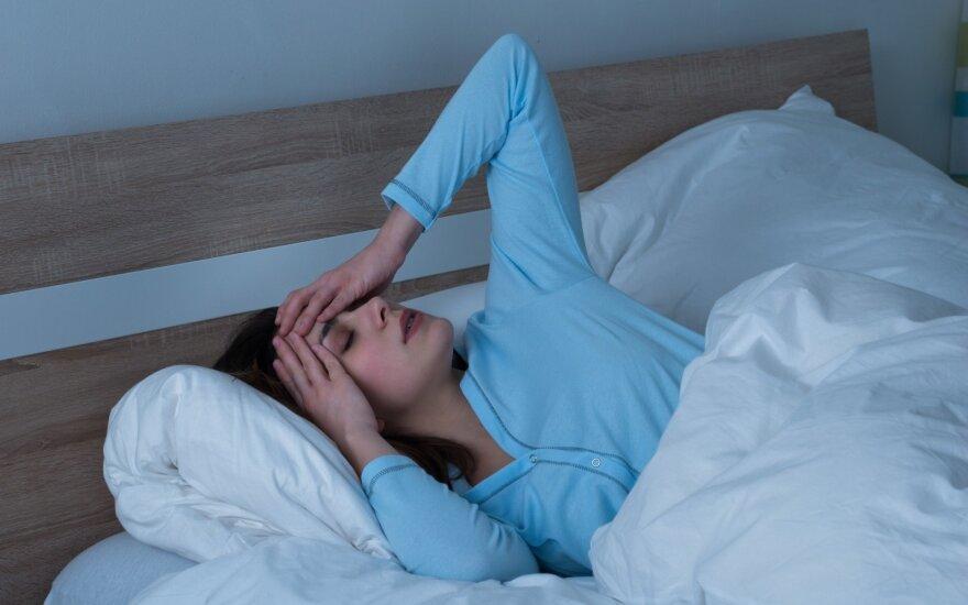 Miegame, bet nesijaučiame pailsėję: specialistės įvardijo priežastis, kodėl