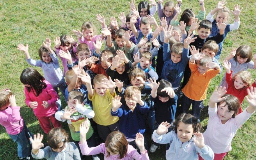 Darželių auklėtojų pasipiktinimas: šiuolaikiškai auklėti vaikus mokė rusiškai