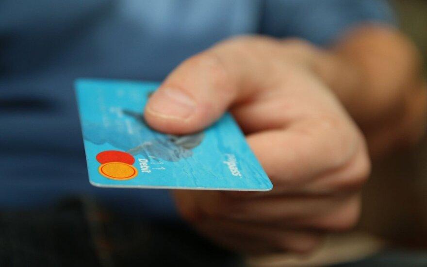 Prekybininkai privalo grąžinti jums pinigus, jeigu pritaikė mokestį atsiskaitant kortele