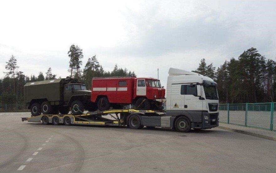 Į Lietuvą vis bandoma įvežti dvejopos paskirties prekių: Raigarde sulaikyti kariniams tikslams skirti sunkvežimiai