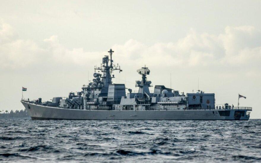 Indija karo laivais evakuoja iš Maldyvų įstrigusius savo piliečius