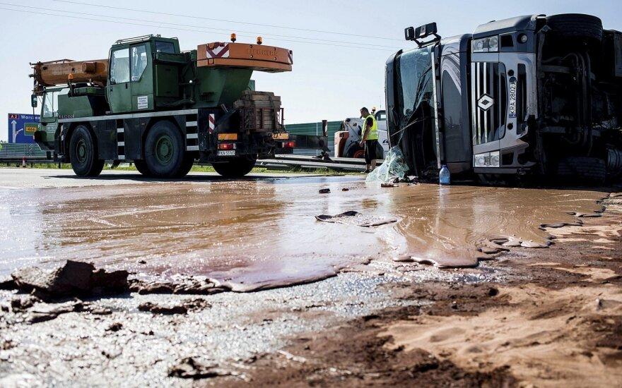 Lenkijoje liejosi šokolado upė, blokuota automagistralė