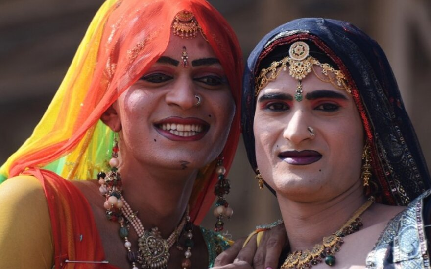 Mumbajaus eunuchai: gražūs, seksualiai neapibrėžti, žmonės jų ir bijo, ir garbina