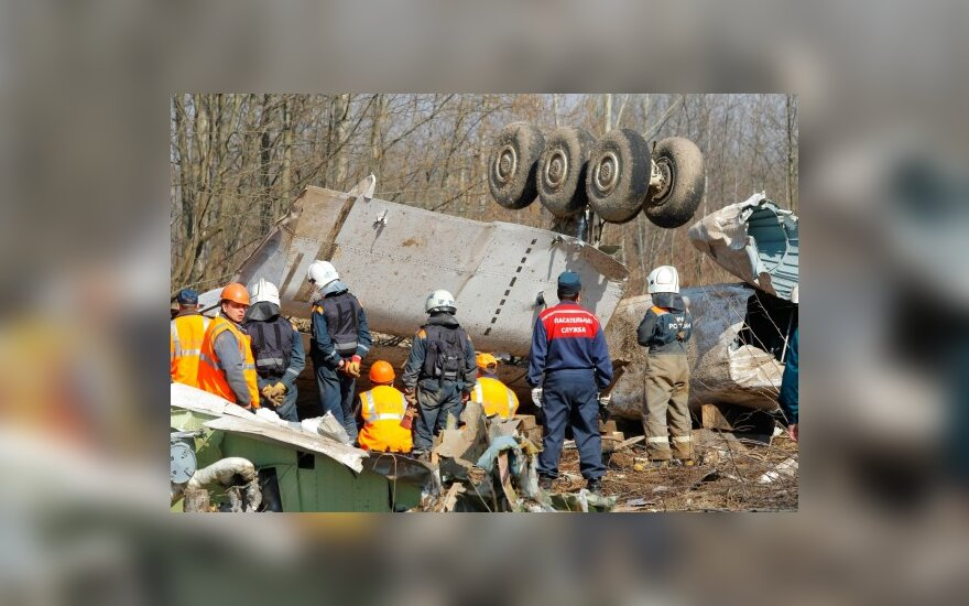 Lenkų lėktuvo katastrofos priežastis padės tirti užsienio ekspertai