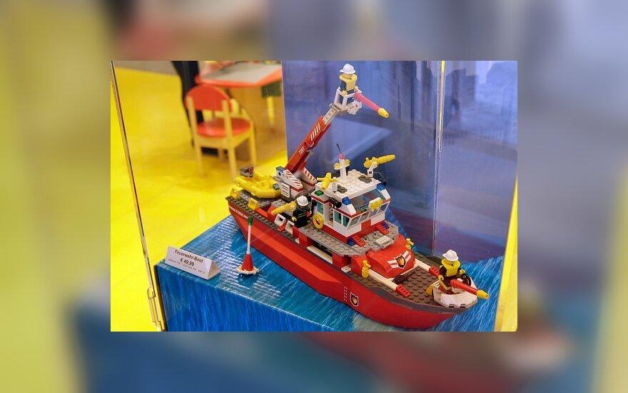 Laivas, surinktas iš Lego kaladėlių