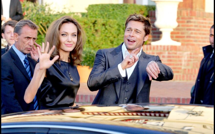 Karo kirvį dėl vaikų globos iškasę Angelina Jolie ir Bradas Pittas galiausiai susitarė