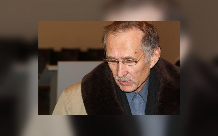 Žmogaus vos nesudraskiusios meškos neprižiūrėjęs N.Zobovas išvengė kalėjimo