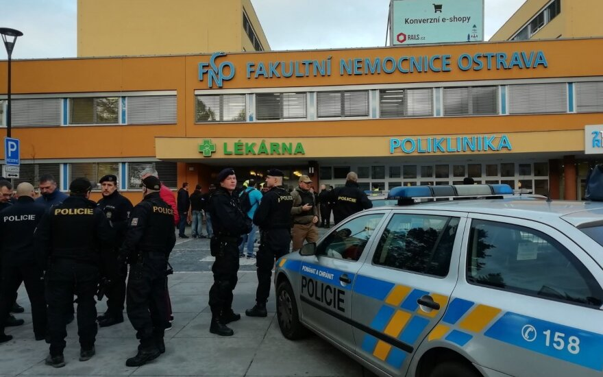 Čekijos premjero vizitas Estijoje atidėtas dėl šaudymo Ostravos ligoninėje