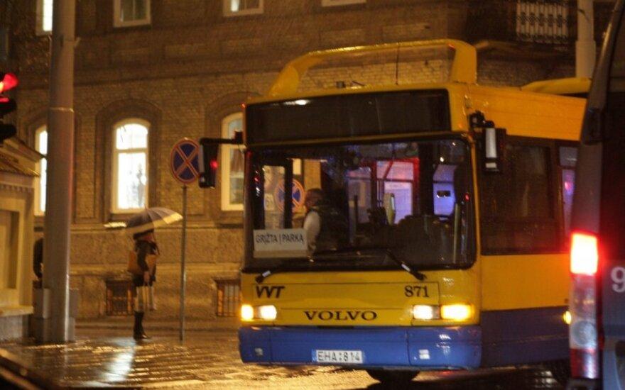 Pasipiktino peikiamais autobusų vairuotojais