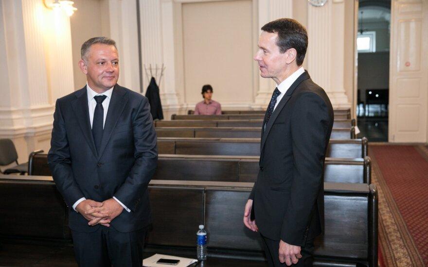 Teismas peržiūrėjo Masiulio susitikimo su Kurlianskiu įrašą: politiko rankose – mįslingas maišelis