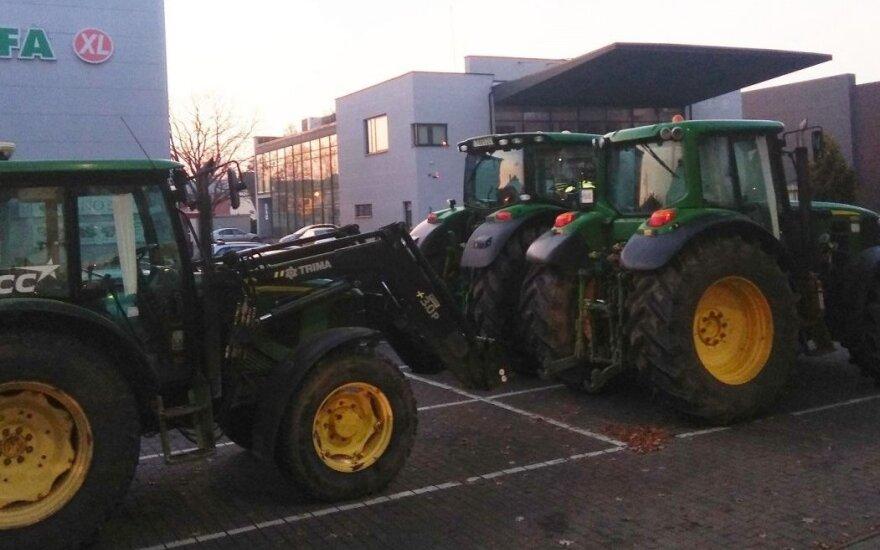 Po kelių valandų į miestus ir kelius plūstels tūkstančiai traktorių