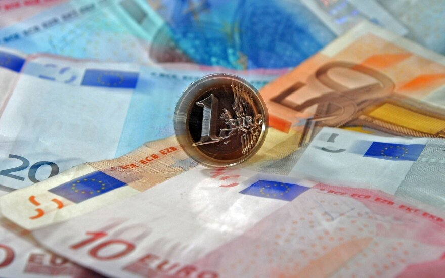 Government okays raising minimum monthly salary to EUR 400