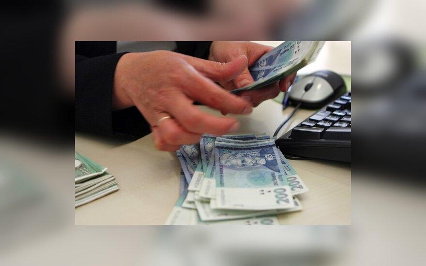Pinigus kasoje teks kontroliuoti griežčiau