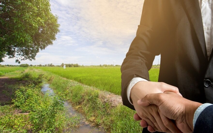 Žemės pardavėjams siūloma apsauga nuo sandorį sudaryti delsiančių pirkėjų