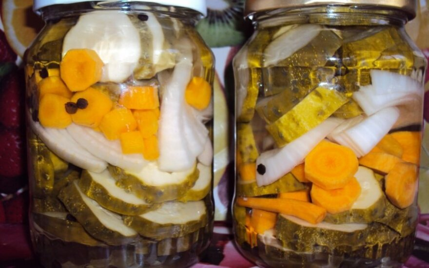 """""""Mano geriausias konservavimo receptas"""": daržovių asorti žiemai"""
