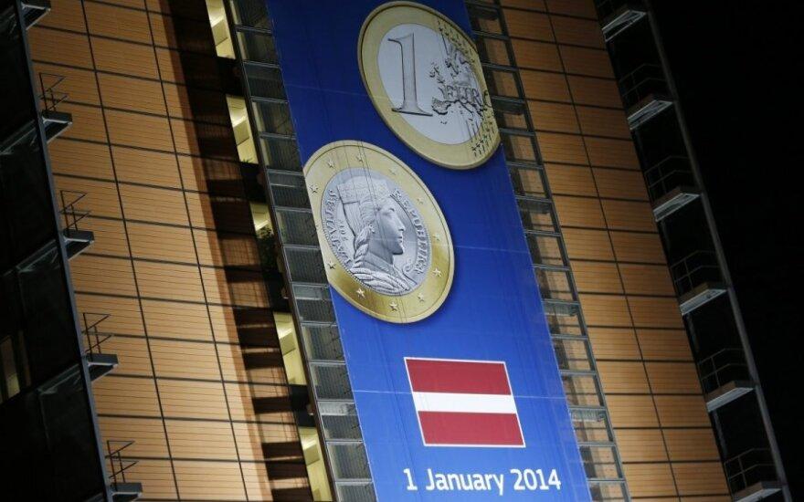Naujuosius Latvija pasitinka su viltimi, kad euras atneš stabilumą