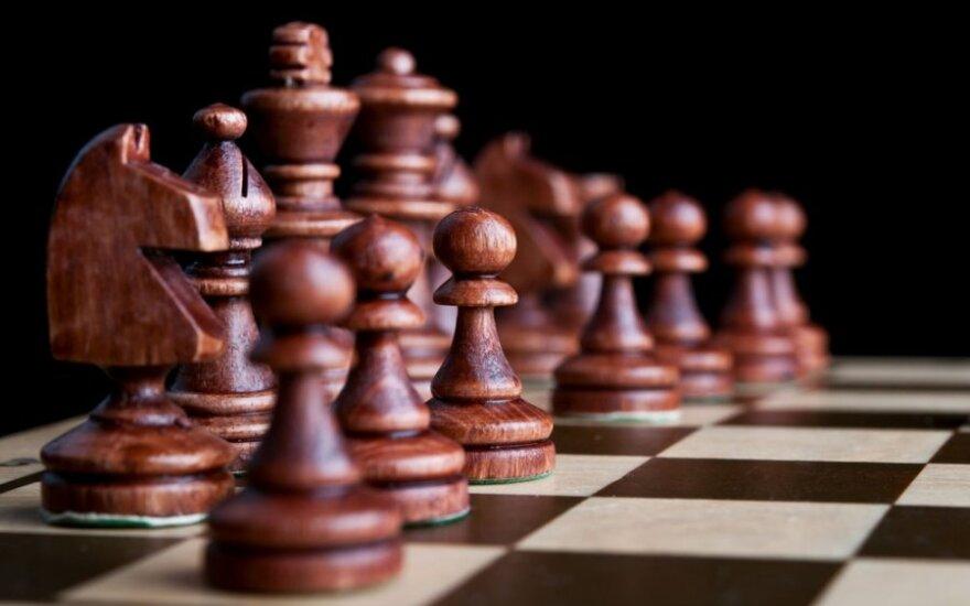Antrą poziciją Europos senjorų šachmatų čempionate užimantis A.Butnorius prarado pirmą pustaškį