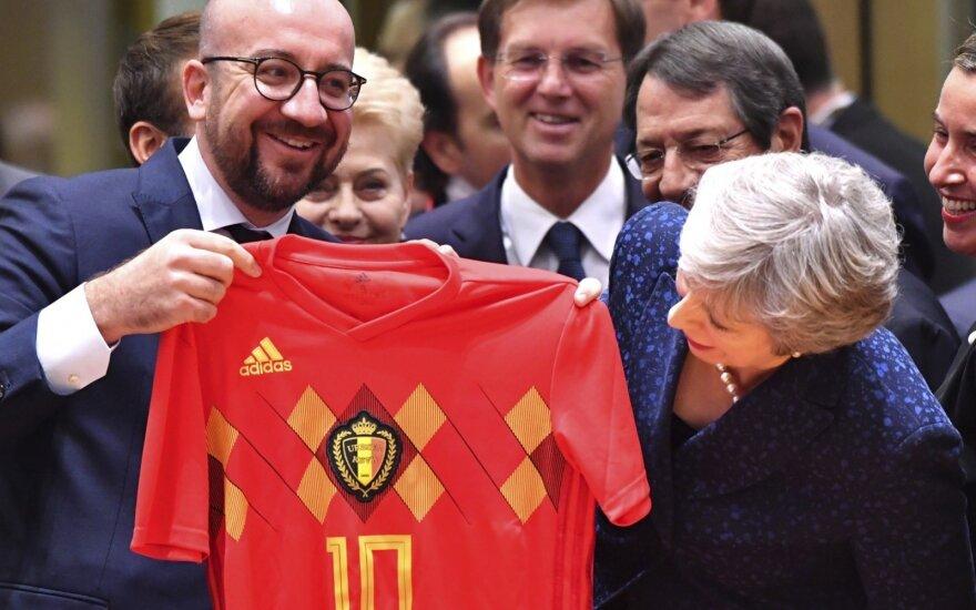 Belgijos premjeras pradžiugino Theresa May belgų futbolo rinktinės marškinėliais