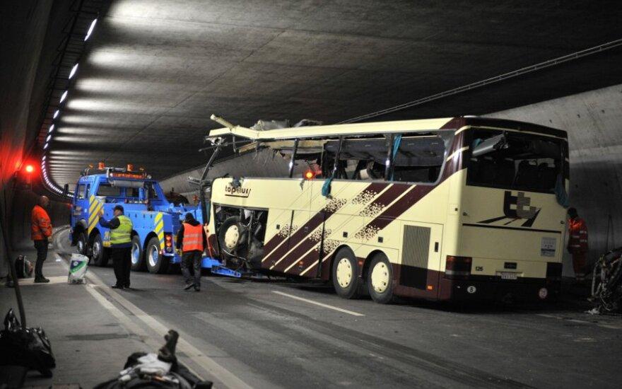Prancūzijoje autobusas su regbio komandos sirgaliais pateko į avariją, yra aukų