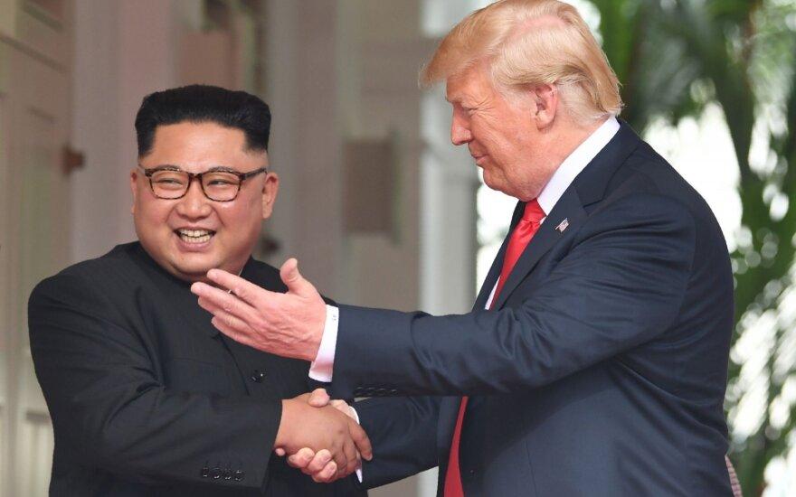 Istorinis susitikimas: Kim Jong Unas pasinaudojo proga?