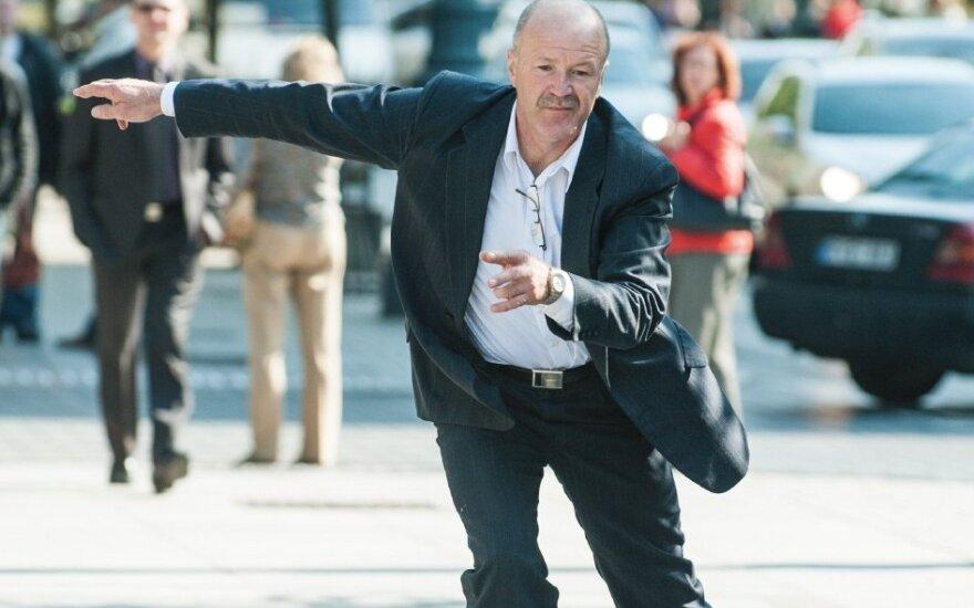 Vilniečius stebina gatvėmis skrajojantis 60-metis riedutininkas