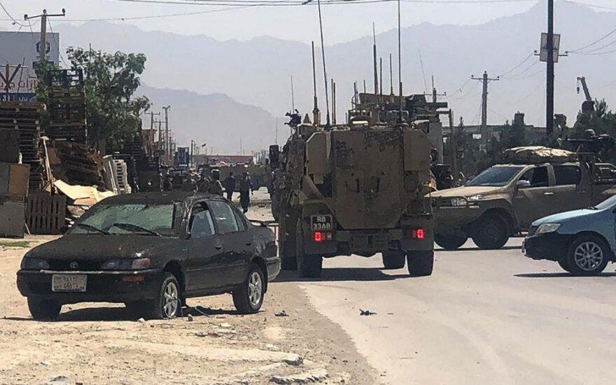 Rytų Kabule mirtininkui susprogdinus automobilį žuvo mažiausiai keturi žmonės