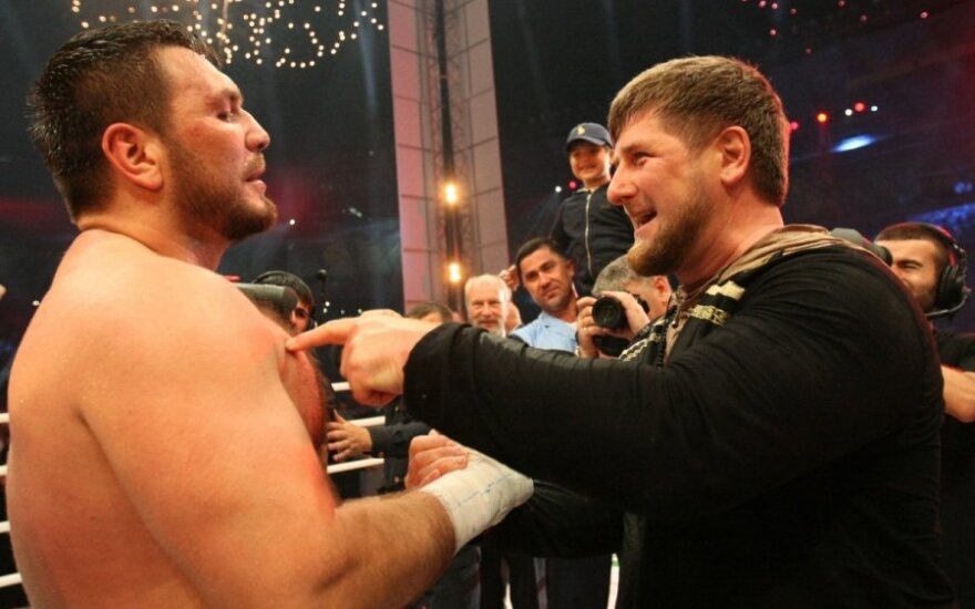 Ramzanas Kadyrovas (dešinėje)