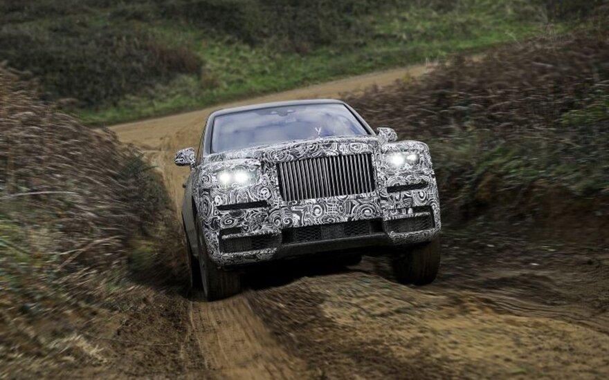 """Užmaskuotas """"Rolls-Royce Cullinan"""""""