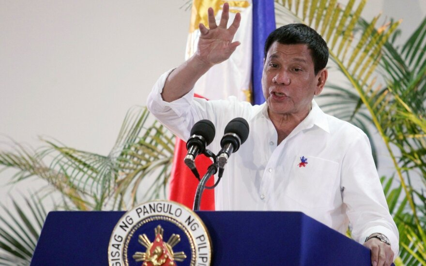 Filipinų lyderis pažadėjo nebesikeikti