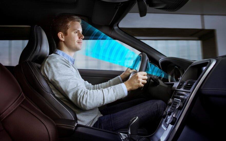 Sistema, reaguojanti į vairuotojo žvilgsnį
