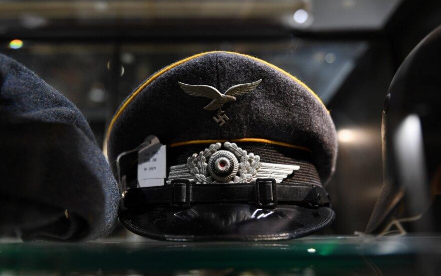 Hitlerio daiktų aukcione nepaisant protestų surinkta šimtai tūkstančių eurų