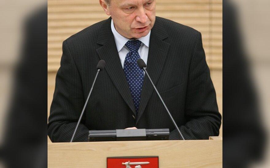 """A.Kubilius: ketinimas atstatydinti finansų ministrą - """"piktdžiugiškai vaikiškas"""""""