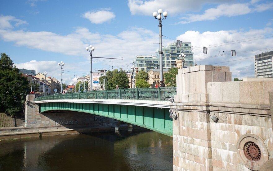 Ant sostinės žaliojo tilto kitą savaitę atsiras naujos instaliacijos