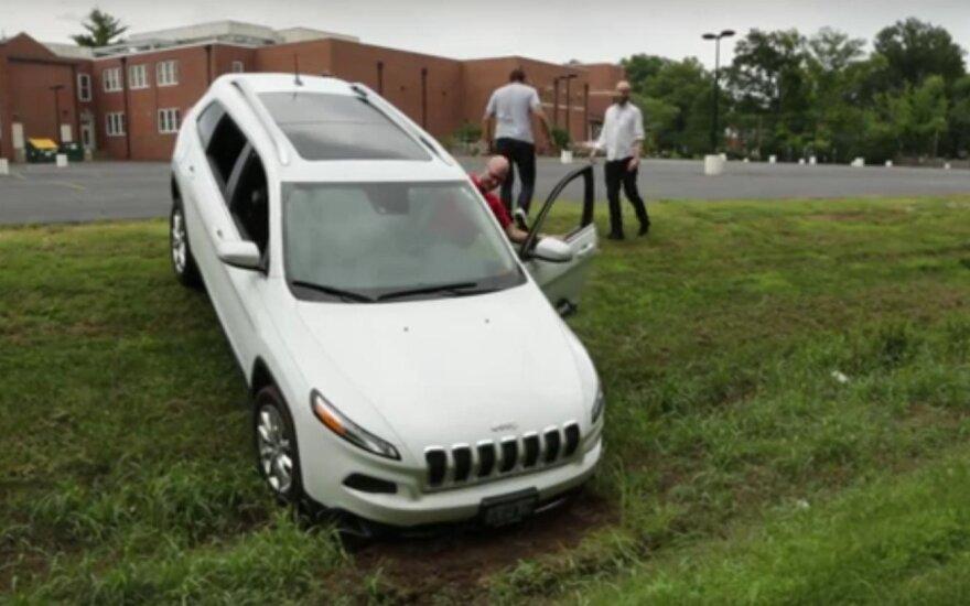 """""""Jeep Cherokee"""", kurio kontrolę perėmė programišiai"""