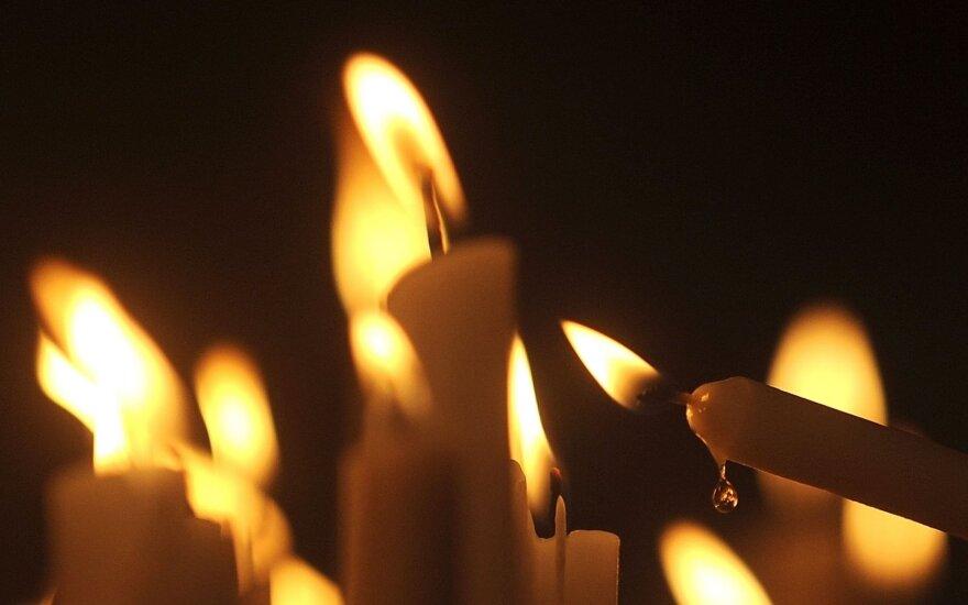 Pirmadienio popietę gaisravietėse rasti trijų negyvų žmonių kūnai